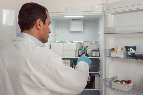 Refrigeration installation for healthcare centre